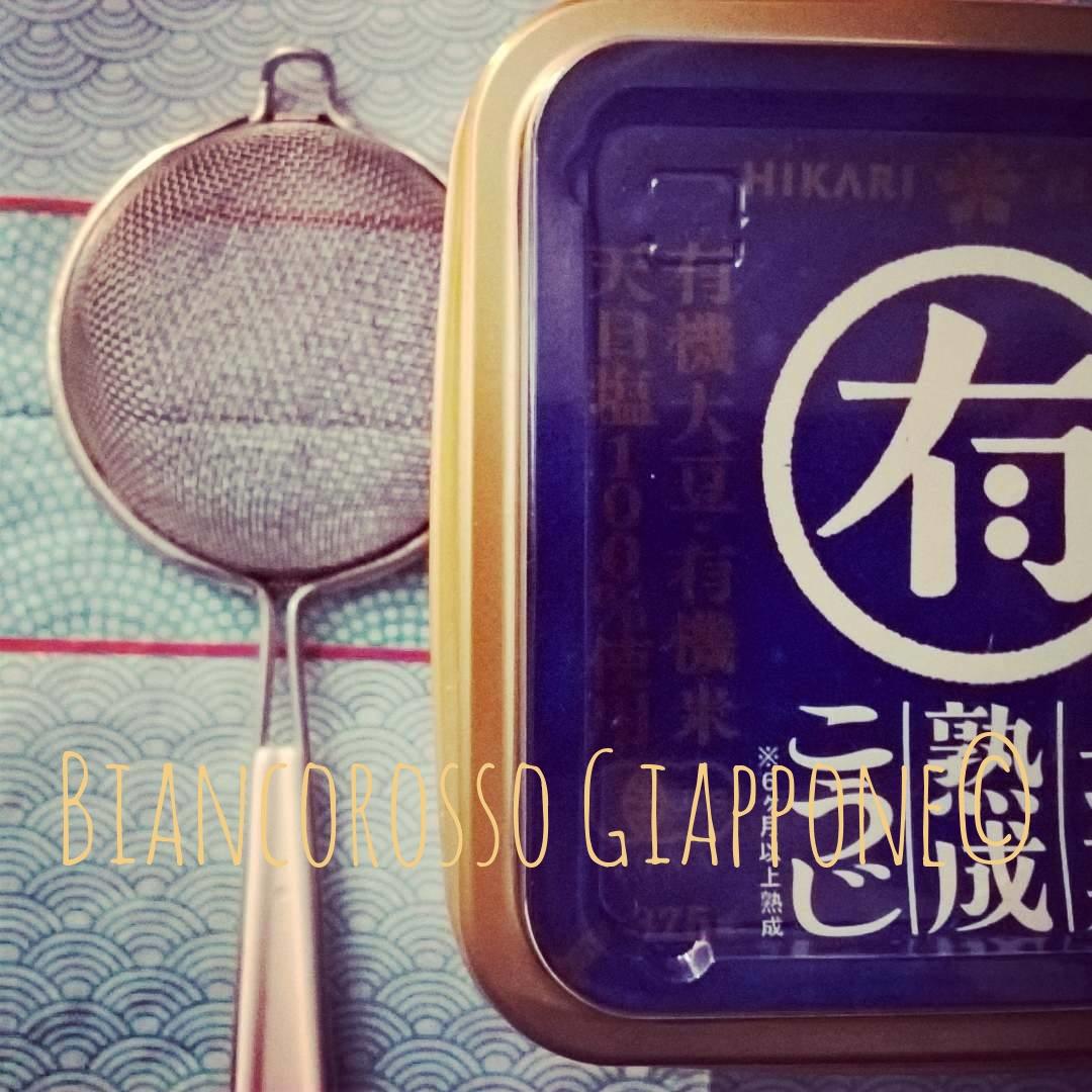 Ricetta per la zuppa di miso o miso shiru guarda la video ricetta biancorosso giappone - Cucina casalinga per cani dosi ...
