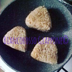 Onigiri in cottura